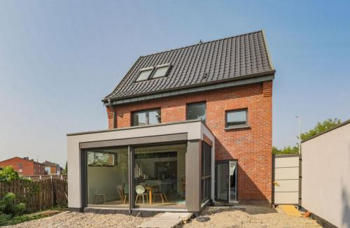 Dachsanierung mit Aufdachdämmung und Flandern Plus in anthrazit